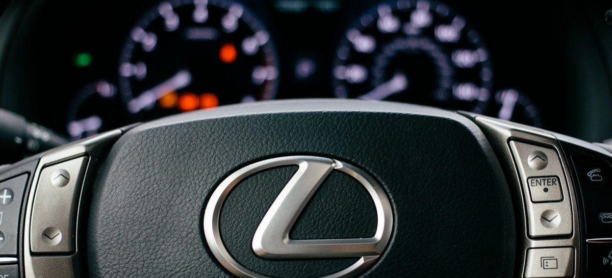 Солнце расплавило Lexus