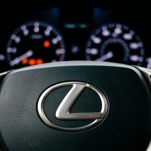Водитель отсудил 1 млн рублей за расплавленный солнцем Lexus