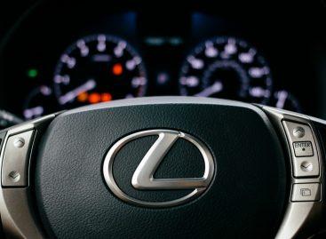 Lexus начинает продажи в России новой специальной версии городского премиального кроссовера NX Black Vision