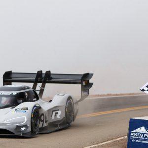 Электромобиль Volkswagen I.D. R Pikes Peak одержал победу на Пайкс Пик