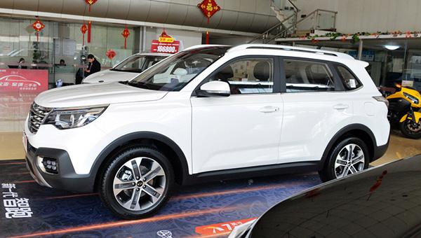 Автомобиль оснащается 2,0-литровым атмосферником
