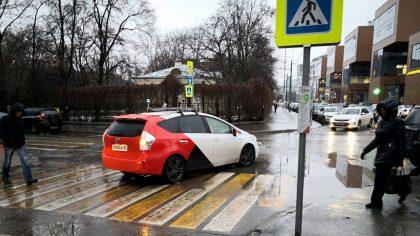 Беспилотник Яндекс такси побывал в аварии
