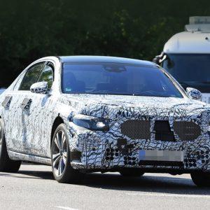 Новый Mercedes S-класса попрощается с двойным экраном