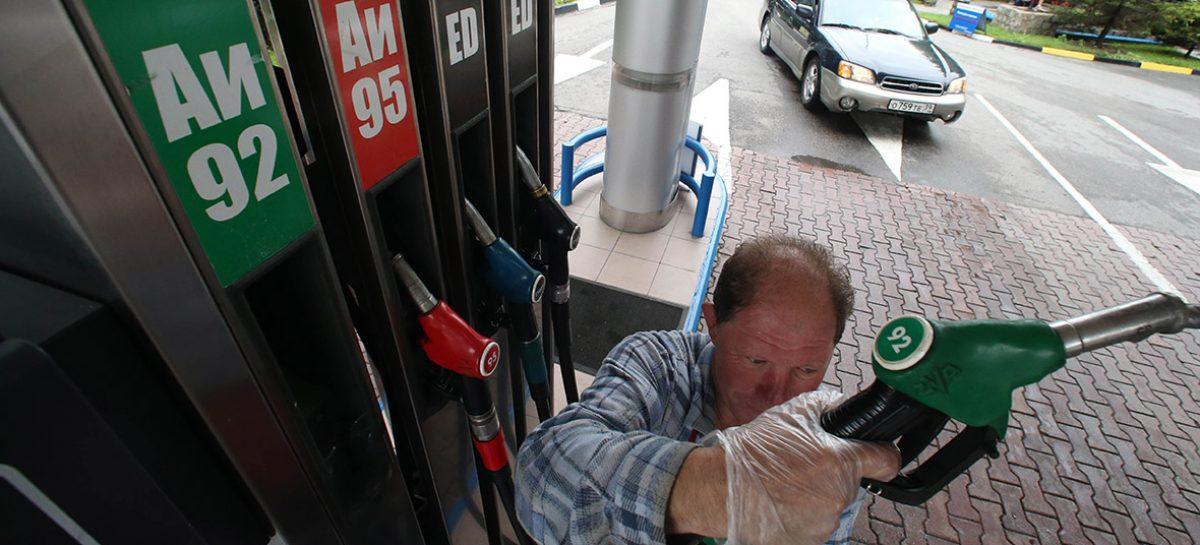 """Дворкович объяснил рост цен на бензин """"пересменкой в правительстве"""""""