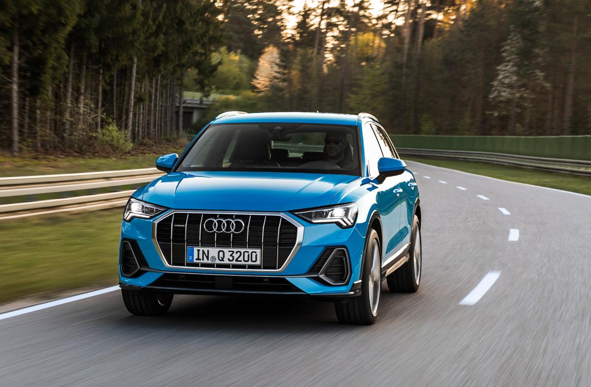 Audi Q3 2018 контролирует движение
