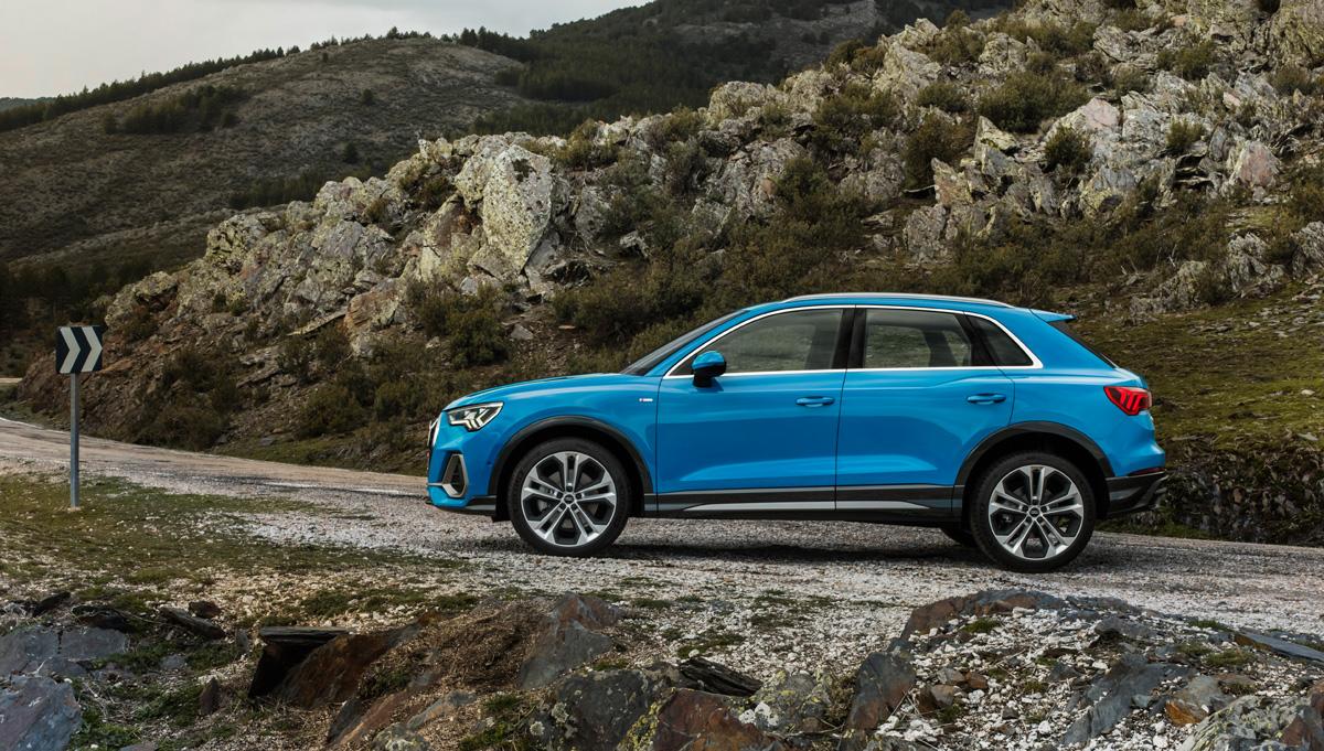 Audi Q3 2018 на дороге