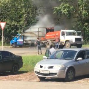 Ассенизаторы тушат грузовик (Видео!)