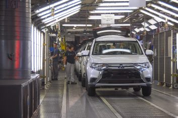 Mitsubishi не исключают переезд производства из Калуги в Петербург
