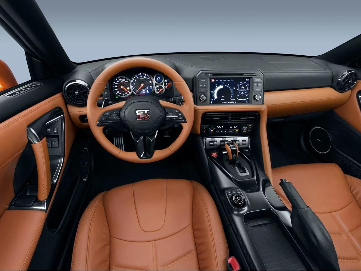 Интерьер Nissan GT-R