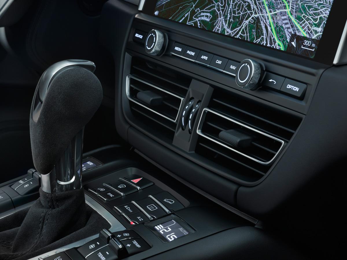 Porsche Macan 2018. Передняя панель