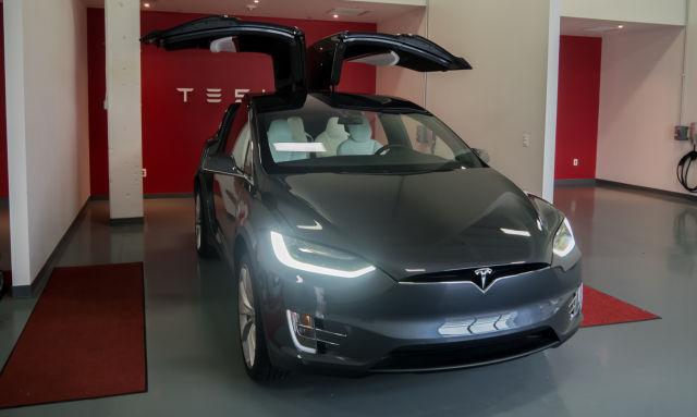 Tesla стремится ускорить создание электромобилей