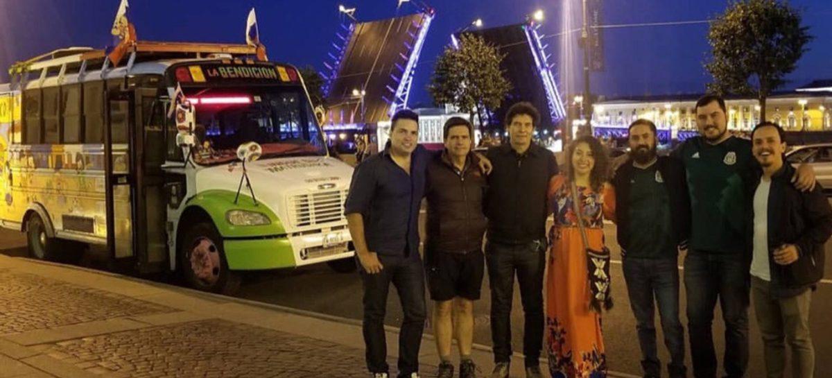 Автобус с болельщиками из Мексики сбил мотоциклиста в Петербурге