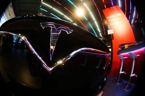 «Связной» получил 236 заявок на электромобили Tesla
