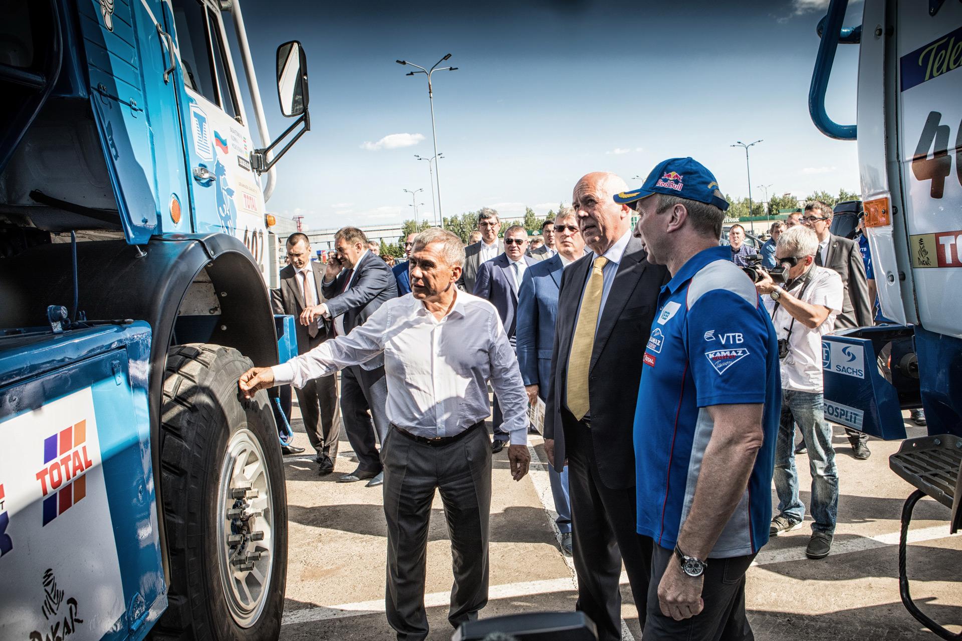 Спортивная команда «КАМАЗ-мастер» представила новый спортивный грузовик