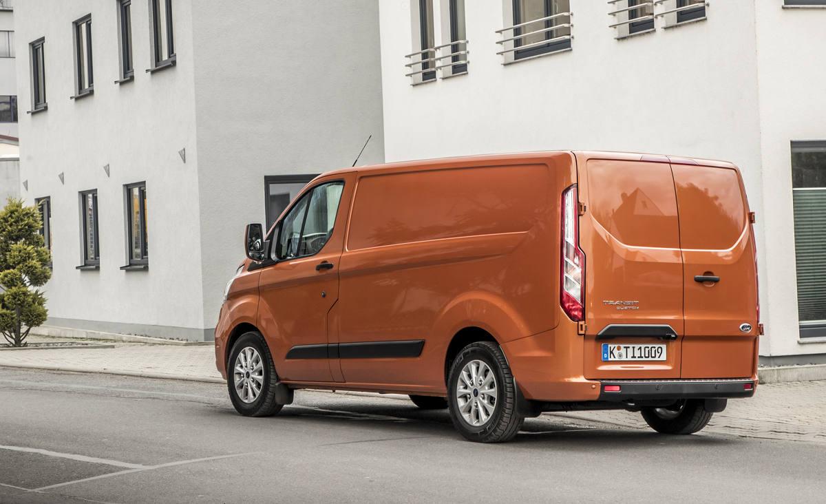 Ford Tourneo Custom и Ford Transit Custom 2018-го модельного года поступили к российским дилерам