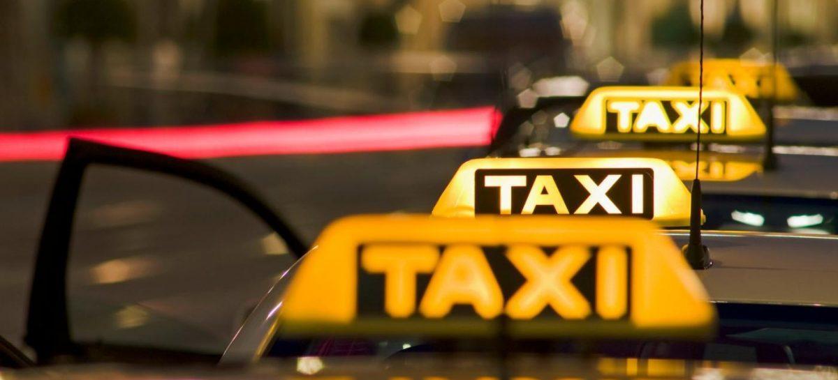 Таксист врезался в тросовое ограждение на проспекте Ленина в Подольске