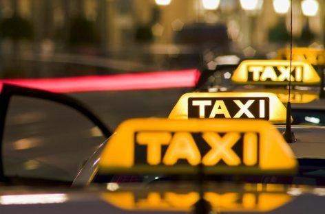 В Госдуме предложили ставить в такси камеры для съемки дороги и салона