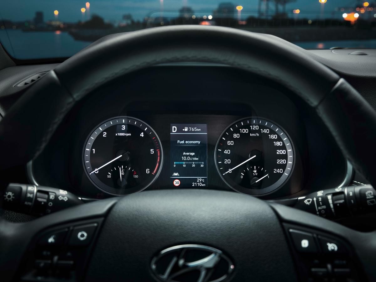 Hyundai Tucson - приборная панель