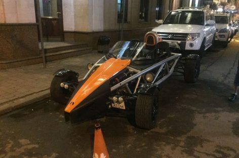 Редчайший спорткар с еврономерами на украинских дорогах