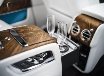 BMW придумала как безопасно наливать шампанское на ходу