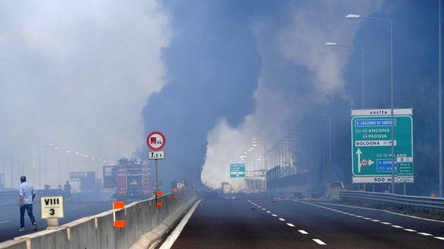 Взрыв бензовоза в Италии