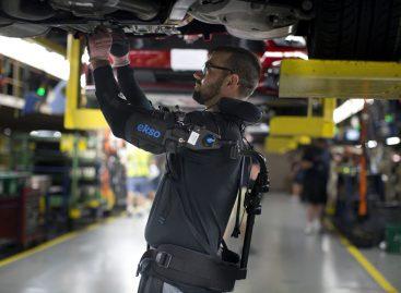 Сотрудники Ford на 15 заводах компании по всему миру получили экзоскелеты, значительно снижающие физическую нагрузку