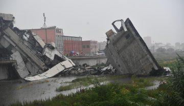 Автомобильный мост обрушился в Генуе. Есть погибшие. (Видео!)