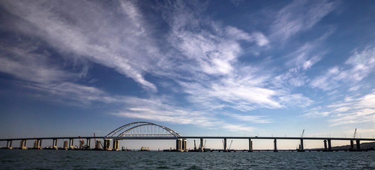 Строители Крымского моста завершили укладку рельсов