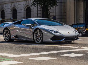 Турист арендовал Lamborghini и получил 33 штрафа за три часа