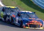 Посмотрите, что делают гонщики NASCAR, когда у машин кончается топливо