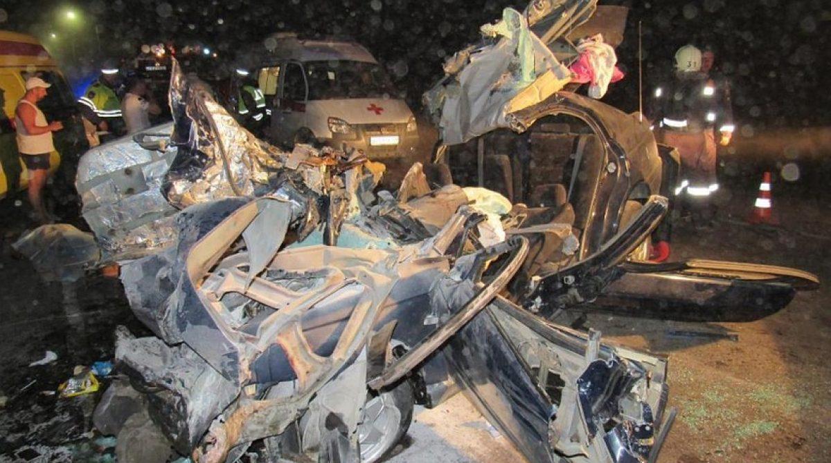 Тела погибших в ДТП под Волгоградом по вине активиста МГЕР девочек и их родителей пришлось вырезать из груды железа