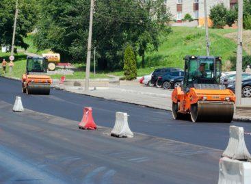 Регионы РФ получат в три раза больше денег из федерального бюджета на ремонт дорог