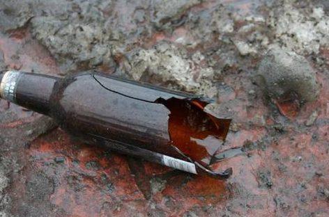 Бутылка на асфальте: что опасней — объезжать или давить?