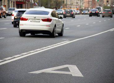 Автомобилистам запретят ездить по выделенным полосам в Москве по выходным