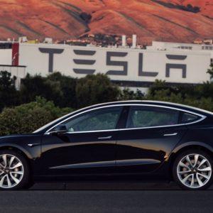 Tesla сократит число доступных цветов для электромобилей