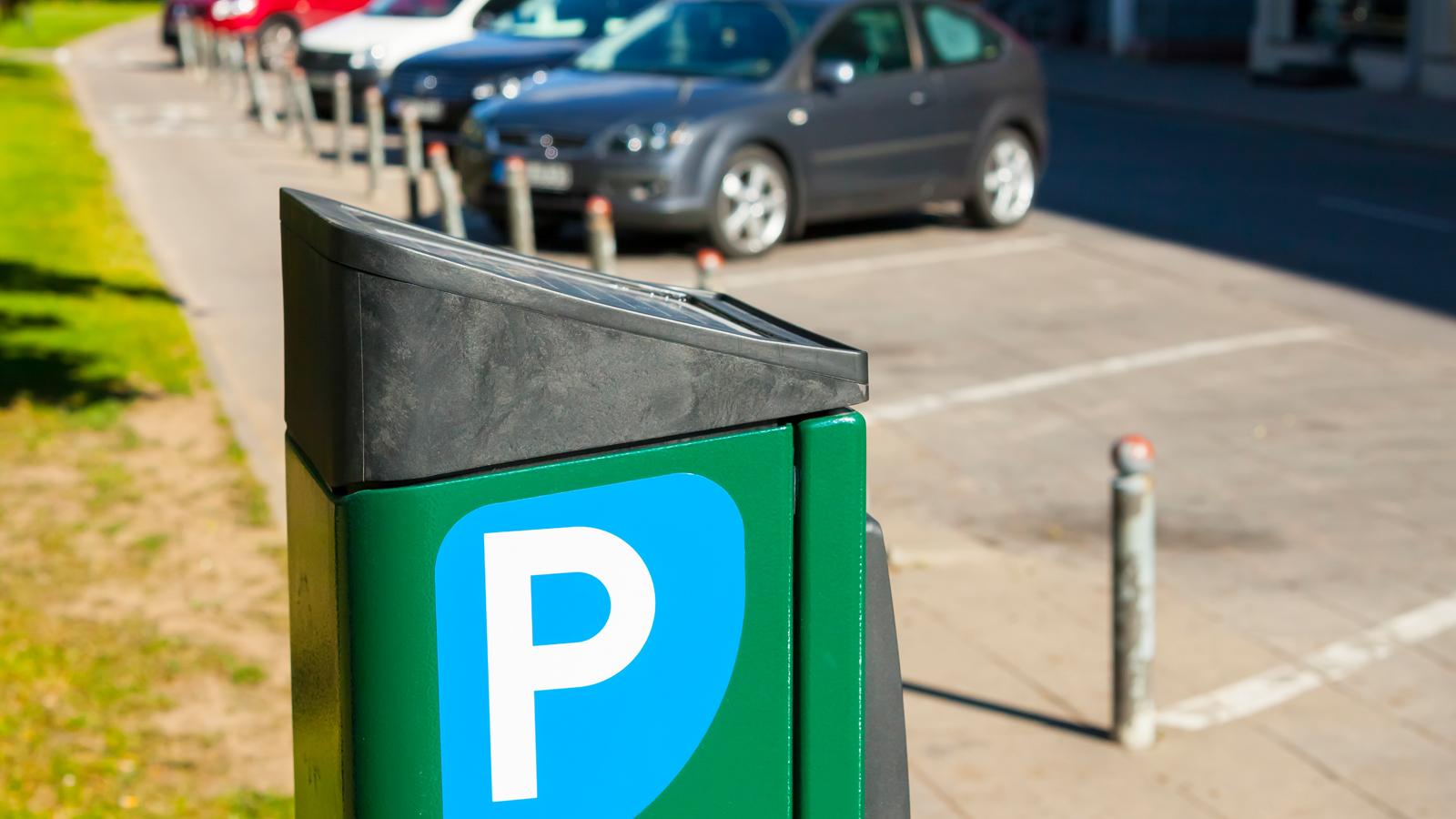 При загруженности менее 50% - парковка должна быть бесплатна