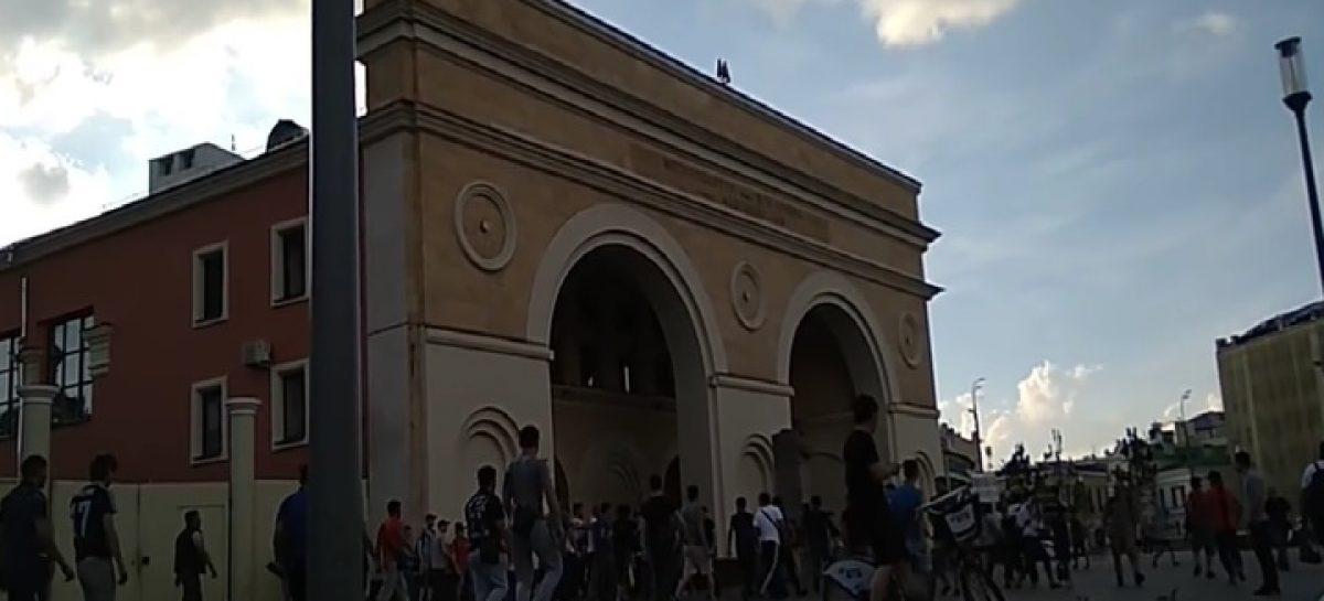 Массовая драка таксистов-мигрантов в центре Москвы попала на видео