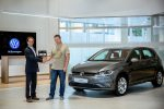 Volkswagen Golf передан первому российскому клиенту