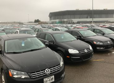 Volkswagen мог манипулировать данными о выхлопах машин с бензиновыми двигателями