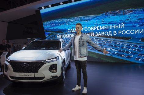 Юрий Дудь поработал водителем на Hyundai Santa Fe