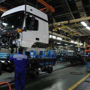 Российские автозаводы возобновляют работу