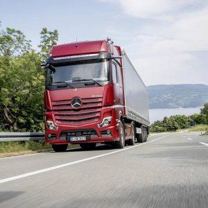 Mercedes сделал грузовик без зеркал заднего вида