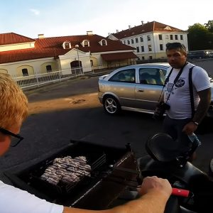 """ГАИ оштрафовала мотоциклиста, который готовил шашлыки в коляске """"Днепра"""""""