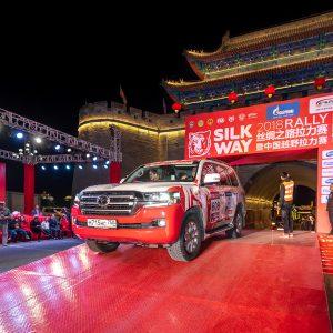 Лю Кунь и Андрей Каргинов становятся победителями китайского этапа ралли-рейда Шелковый путь-2018