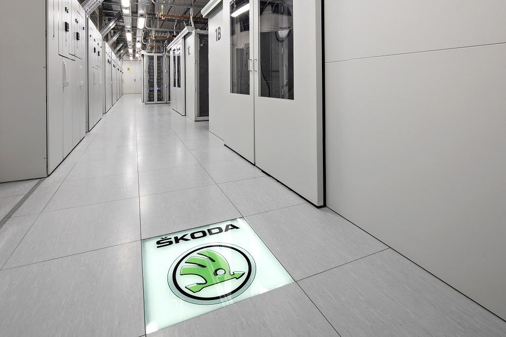 Будучи одним из самых быстро растущих подразделений компании, IT-департамент ŠKODA постоянно находится в поиске новых талантливых специалистов, способных разрабатывать информационные и компьютерные системы. Претенденты могут рассчитывать на рабочие места, оборудованные по последнему слову техники, и поддержку команды ведущих экспертов в различных областях. На данный момент в компании открыто 44 позиции в сфере IT, до конца года их количество вырастет до 80. Последовательное внедрение цифровых технологий – один из важных элементов в «Стратегии-2025», определяющей ключевые направления развития бренда. Помимо прочего, в условиях глобальных изменений, с которыми сталкивается автомобильная индустрия, стратегия позволяет определить области роста, обращаясь к таким сферам, как развитие электромобильности, технологий автономного вождения и связи.