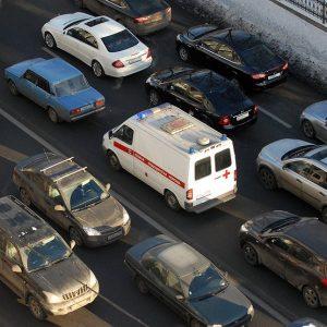 ГИБДД штрафует водителей, пропускающих «Скорую помощь» - почему?