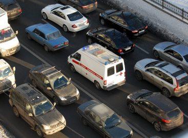 ГИБДД штрафует водителей, пропускающих «Скорую помощь» – почему?