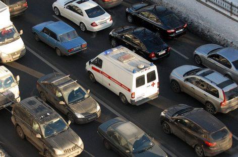 ГИБДД штрафует водителей, пропускающих «Скорую помощь» — почему?