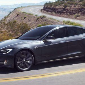 Tesla выпустила очередную прошивку для электрокаров