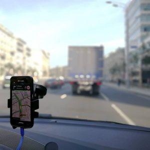 Почему нельзя пользоваться Яндекс Навигатором тем более в такси?
